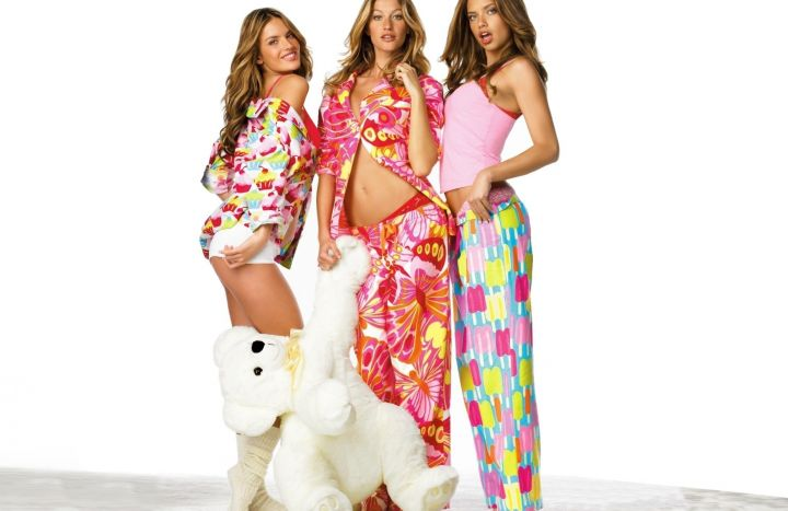 girls-in-pajamas