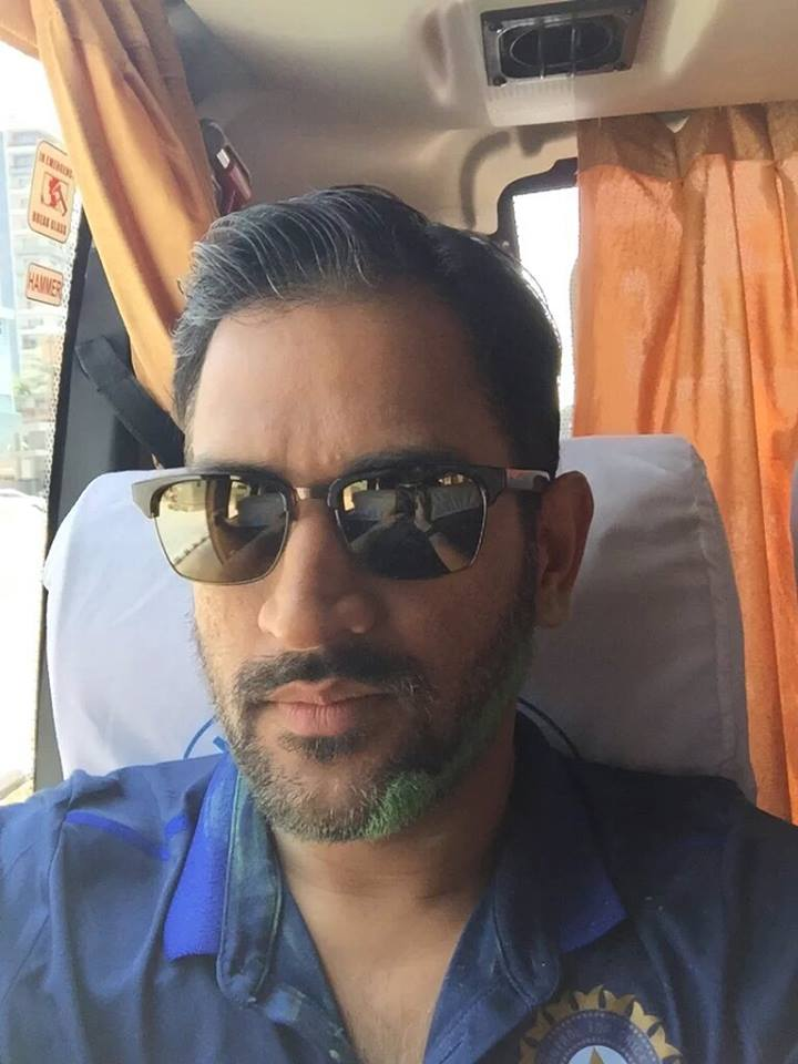 MS Dhoni plays holi