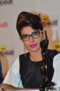 priyanka chopra in spectacles