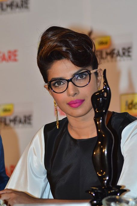 priyanka chopra in spectacles