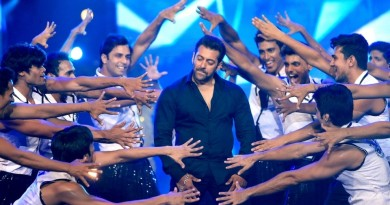 Salman khan doing signature step of Hrithik Roshan