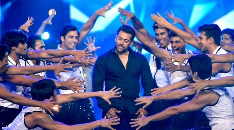 Salman khan doing signature step of Hrithik Roshan