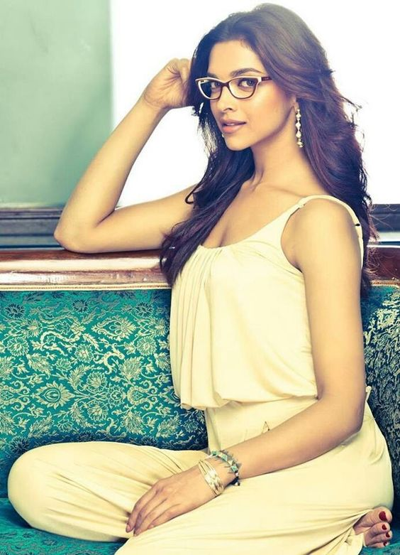 deepika padukone in spectacles