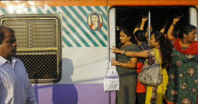 mumbai Local train Ladies compartment