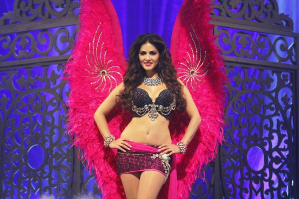 sunny leone in victoria secret look