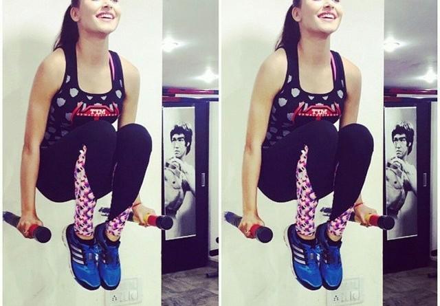 Urvashi-Rautela-workout-and-fitness-jym-exercise-photo