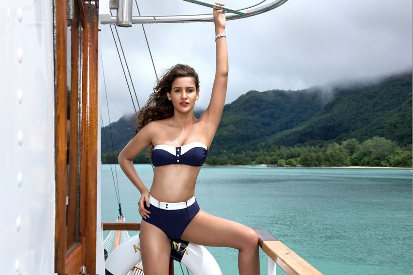 Hot Aisha Sharma kingfisher calender photoshoot