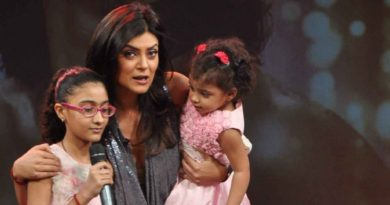 194275-sushmita-sen-with-her-daughter-aliseh-renee-on-the-sets-of-show