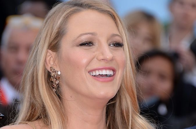 Blake-Lively-Dress-Cafe-Society-Cannes-Premiere (1)