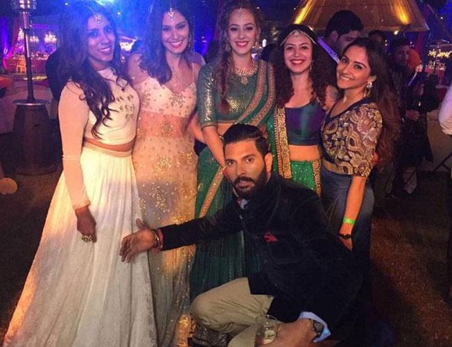 yuvraj-hazel-delhi-wedding-reception-photos-652x400-2-1481182002