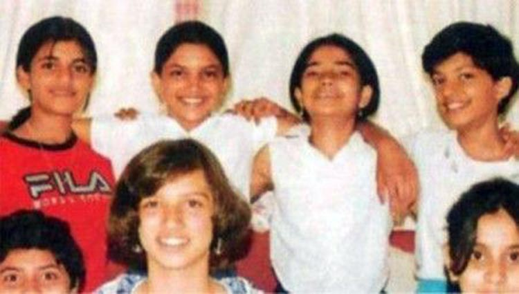 deepika padukone childhood pics with childhood friends
