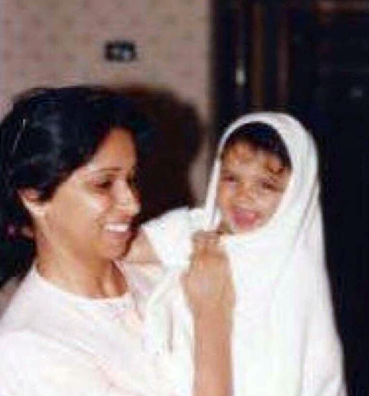 deepika padukone childhood pics with mother Ujjala Padukone