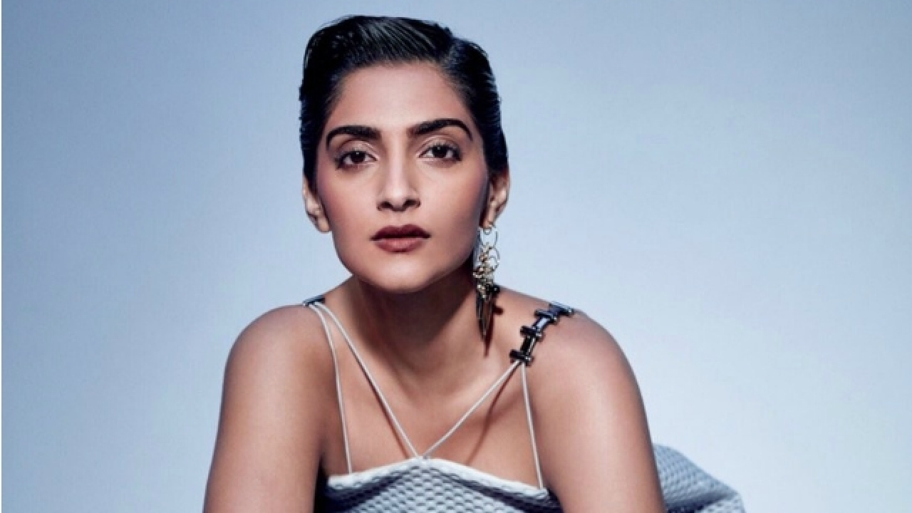 sonam kapoor height,