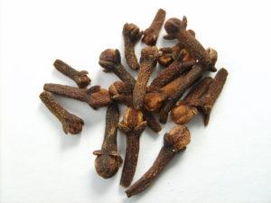 Cloves-for-heartburn-acidity-home-remedy