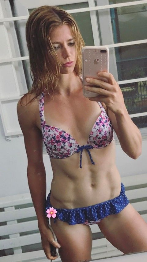 hot-camila-giorgi-bikini