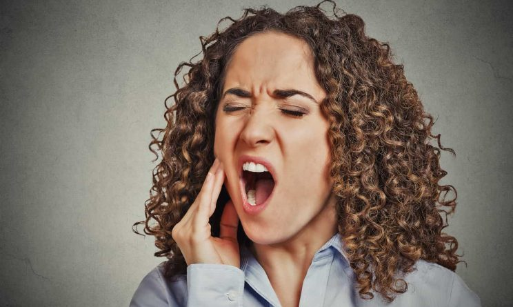 Toothache at Night – How to Deal with the Pain?